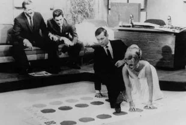 Динамичная игра Твистер Хасбро давно прославилась в Америке и Европе.