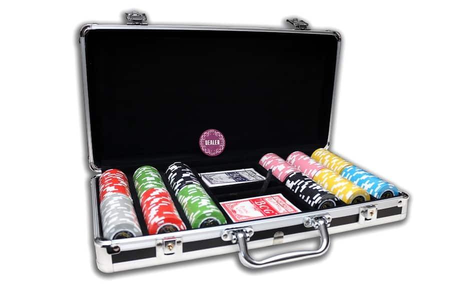 В чемоданчике находится полный набор для игры