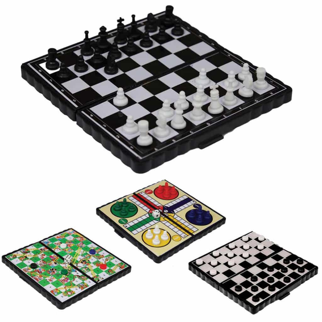 С точки зрения простоты и универсальности Лудо не имеет аналогов и её смело можно поставить в ряд с шашками и шахматами.