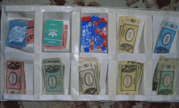 деньги фишки карты для игры бизнесмен