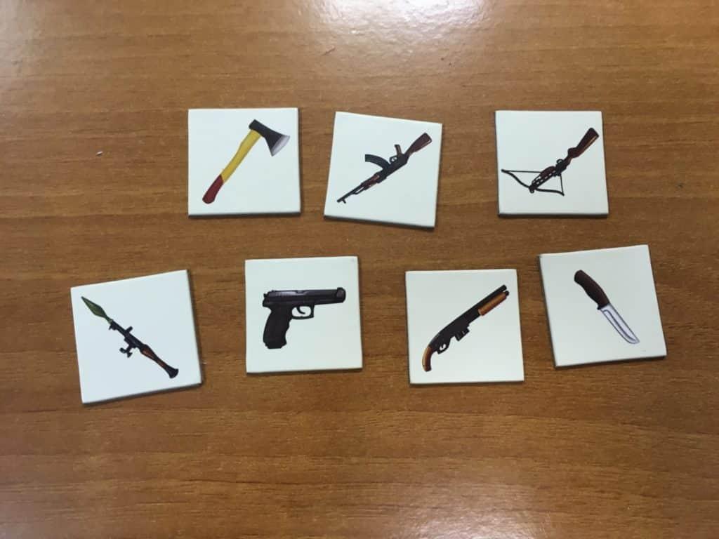 карточки с оружием для игры зомби в доме
