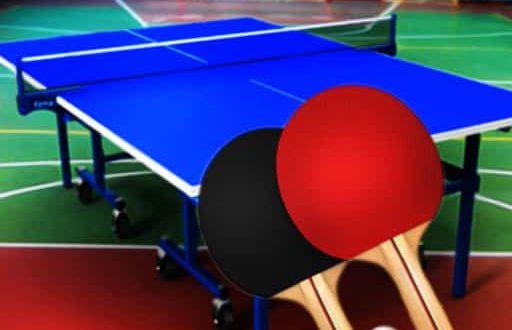 стол и ракетки для настольного тенниса
