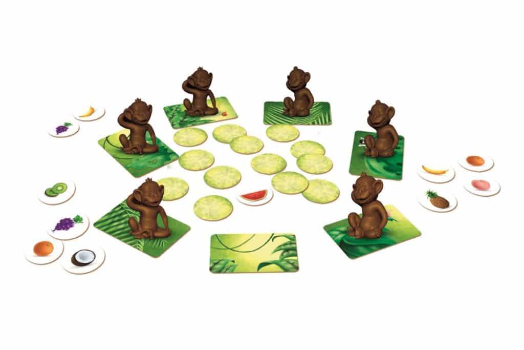 обезьянки с карточками-фруктами
