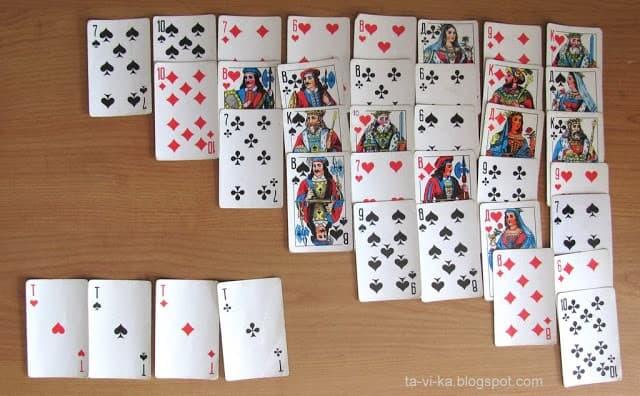 карты на столе